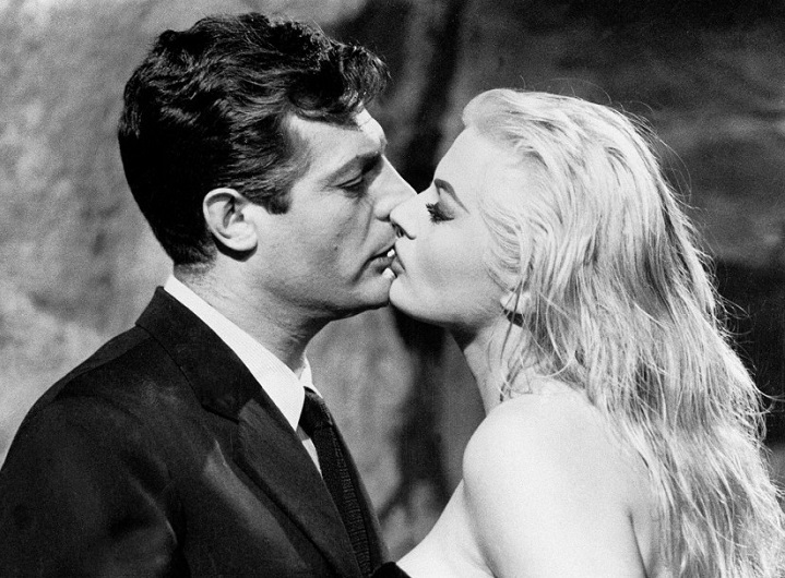 Trevi Fountain scene in La Dolce Vita by Federico Fellini