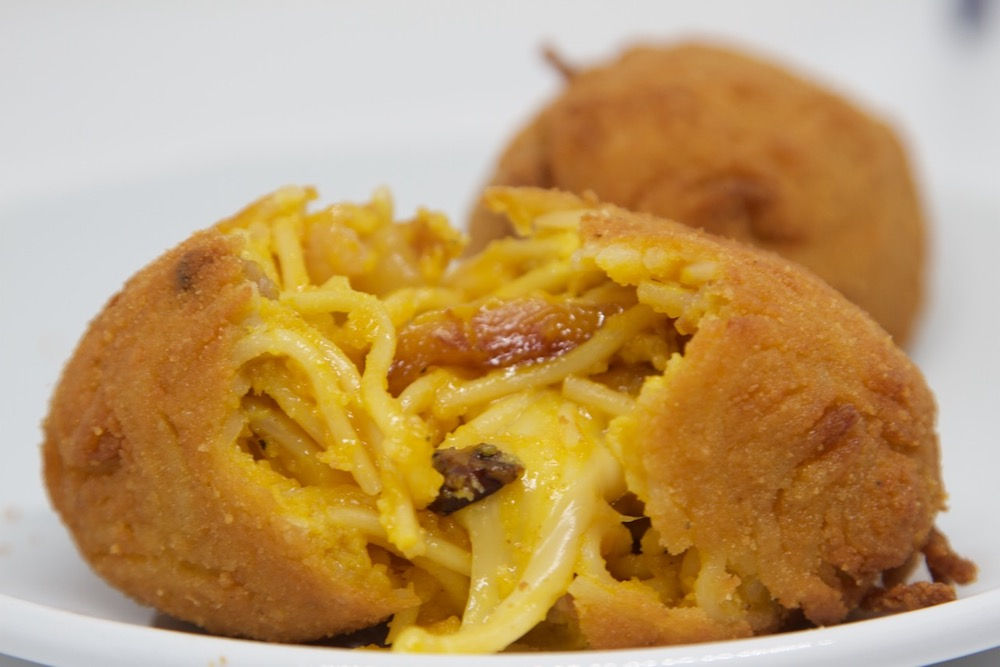 supplì-con-spaghetti-alla-carbonara. Photo credit https://www.ariopizza.it/featured-content/il-nostro-suppli-al-telefono/